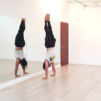 HH – Headstands and Handstands for Beginners